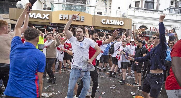 Europei: party anticipato per inglesi, con qualche tensione