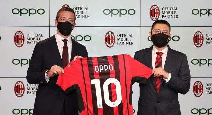Milan in campo con Oppo Italia