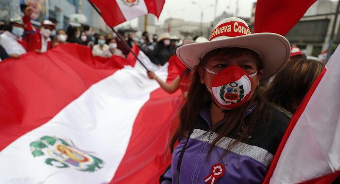 Perù: Castillo, 'il mio governo per il popolo con il popolo'
