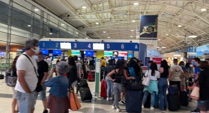 Scioperi:sindacati, confermano stop trasporto aereo 6 luglio