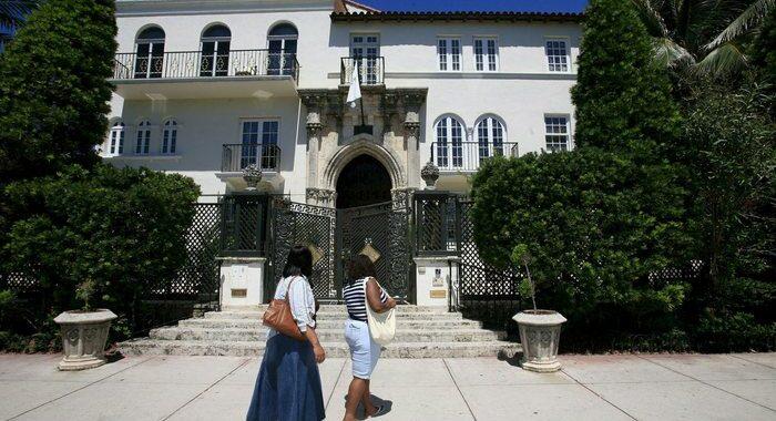 Scoperti due cadaveri nella ex villa di Versace a Miami