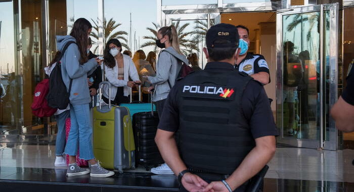 Spagna impone quarantena di 10 giorni a 4 nuovi Paesi