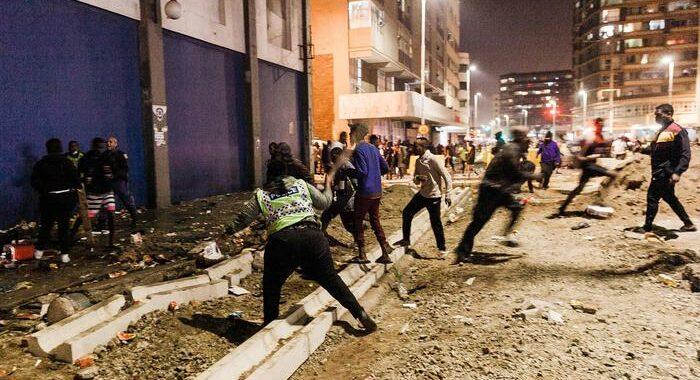 Sudafrica, 45 morti e almeno 757 arresti nelle proteste