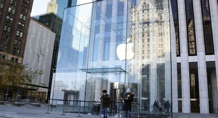 Usa: nei negozi Apple torna mascherina, anche per vaccinati