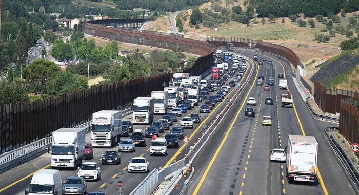 Estate: traffico da bollino rosso verso luoghi vacanza