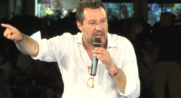 Migranti: Salvini, il problema non è il governo ma Lamorgese