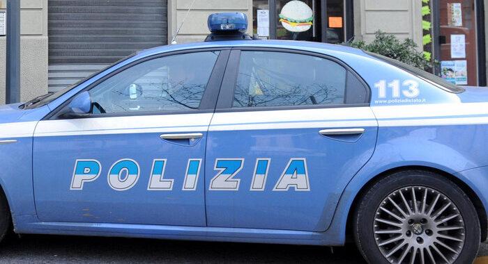 Accoltella 5 persone a Rimini, fra cui un bimbo alla gola