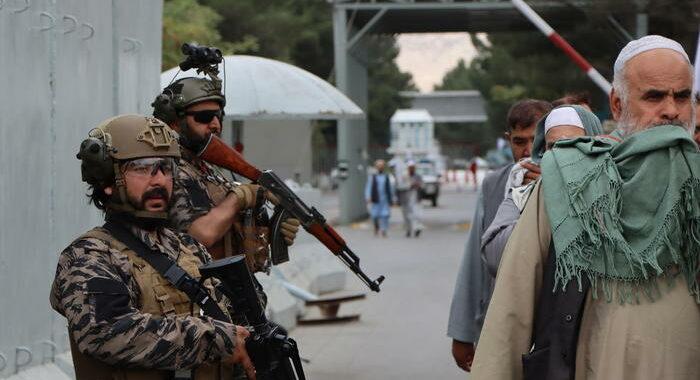 Afghanistan: rapporto Ue, i talebani rastrellano i giornalisti