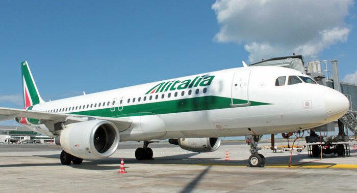 Alitalia pubblica il bando per la cessione del marchio