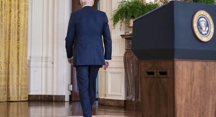 Biden cala nei sondaggi, gli americani spaccati sull'Afghanistan