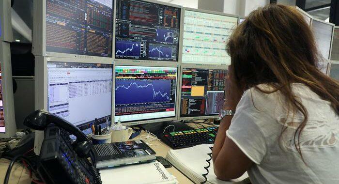 Borsa: Europa conclude con scivolone, persi 215 miliardi