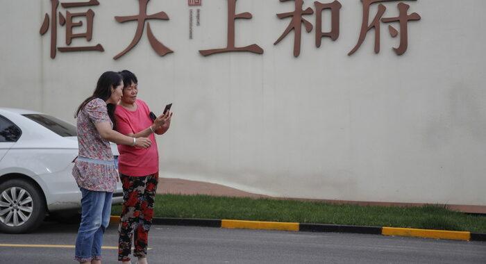 Borsa: Hong Kong apre a -0,32%, Evergrande giù a -6,08%