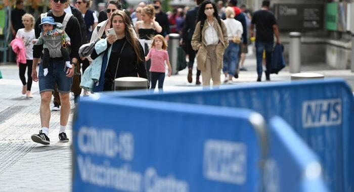 Covid: contagi in Gb restano oltre 40.000, in calo i morti