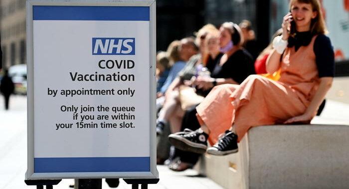 Covid: Gb, niente vaccini fra i 12 e i 15 anni