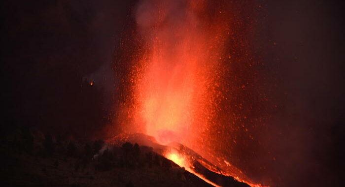 Eruzione Canarie, almeno 5.000 evacuati