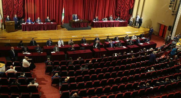 Libano: il parlamento concede la fiducia al nuovo governo