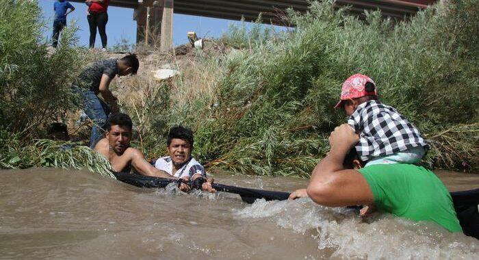 Migranti: crisi a confine Usa-Messico, 10mila sotto un ponte