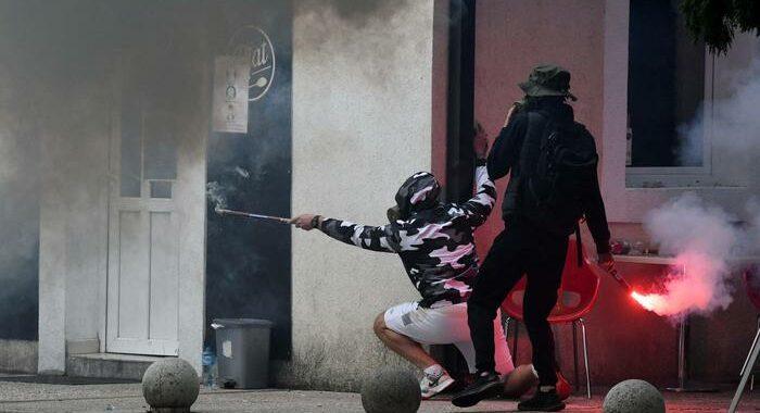 Montenegro: 60 feriti e otto arresti in scontri Cetinje