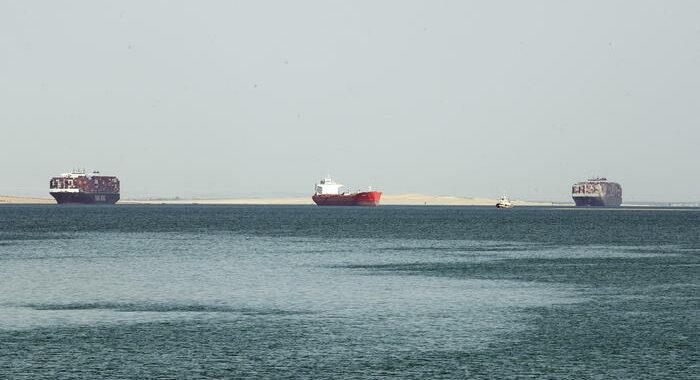 Nuovo incidente a Suez, nave blocca per ore il canale