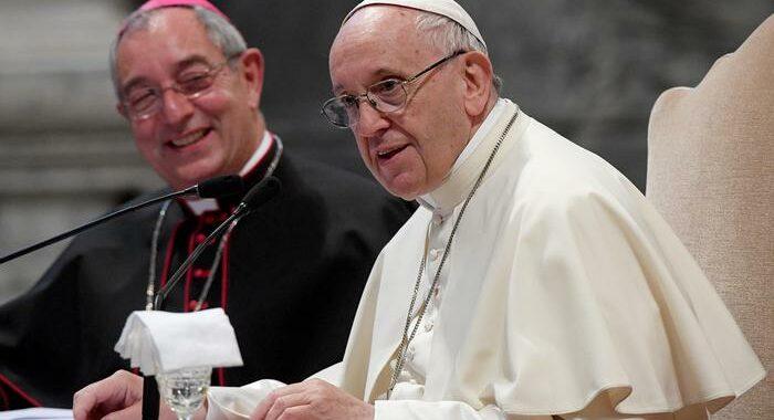 Papa: chi modella Chiesa sulle sue convinzioni bestemmia Dio