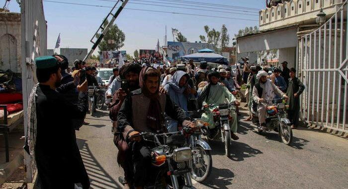 Talebani, 'siamo entrati nel Panshir'. La resistenza nega