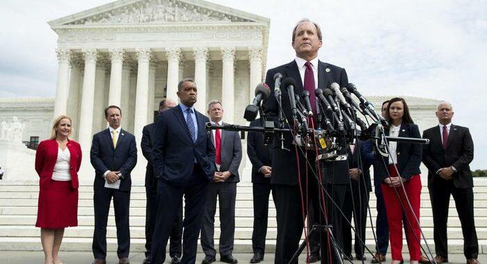 Texas lancia azione legale contro Biden su obbligo vaccini