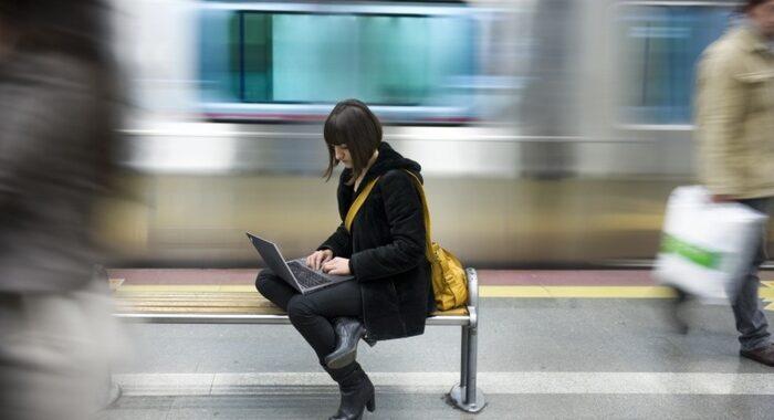 >>>ANSA/Scarsa connessione per 13 mln italiani,4,3 senza web
