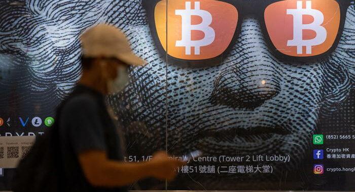 Bitcoin corre e tocca nuovo record a 66.000 dollari
