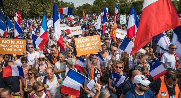 Green pass, Francia: sì Camera a estensione fino a luglio 2022